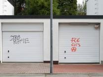 Garagentore mit Schmierereien in München, 2017