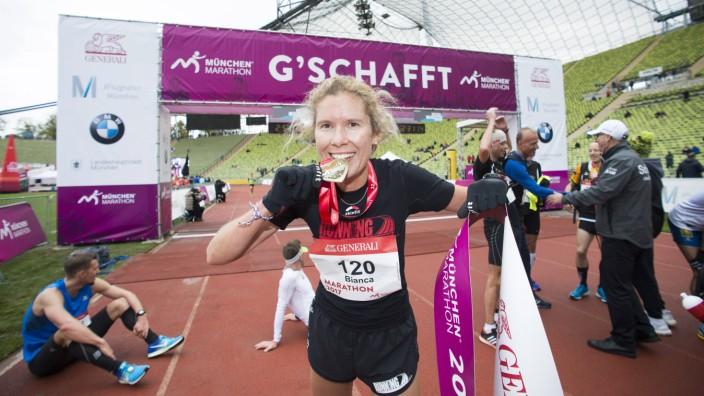 Muenchen Marathon Olympiastadion Muenchen 08 10 2017 Sieger Damen 1 Meyer Bianca Muenchen 2 Ba; Leichtathletik