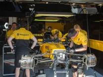 2017 08 01 Budapeszt Formula 1 Hungaroring Testy F1 N z box zespolu Renault Foto Pawel Jaskolka Pr
