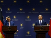 German Foreign Minister Gabriel and his Turkish counterpart Cavusoglu attend a news conference in Ankara