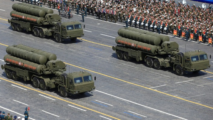 FILE PHOTO: RuRussian S-400 Triumph/SA-21 Growler medium-range and long-range surface-to-air missile systems drive during the Victory Day parade at Red Square in Moscow