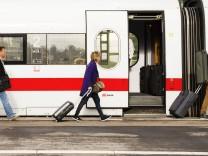 ICE im Stuttgarter Hauptbahnhof Stuttgart Baden W¸rttemberg Deutschland Europa iblwga03864008 jp