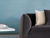 Blondes Holz, weibliche Formen: Die neuen Möbel spielen mit der
