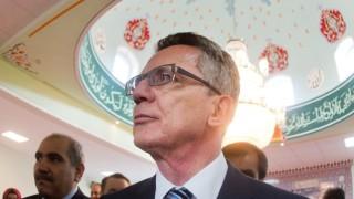 Bundesinnenminister de Maizière besucht Moschee