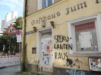 Leerstehendes Eckgebäude im Münchner Westend, 2016