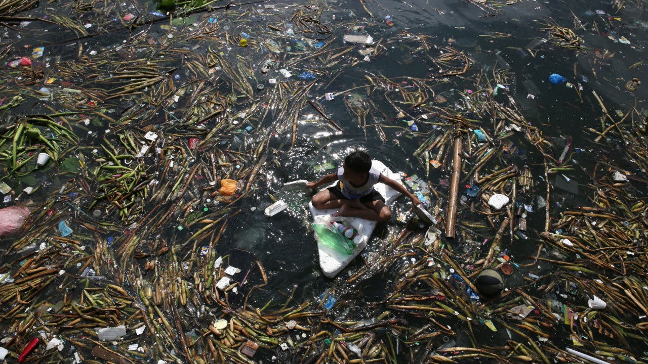 the weights of discarded garbage essay That's 25% by weight of our garbage problems burying garbage also causes both air and water pollution, and simply transporting it to the sites consumes an increasing amount of valuable fossil fuels, which produces more pollution and other problems.