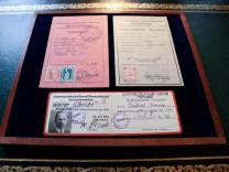Auktion mit Dokumenten von Walter Ulbricht