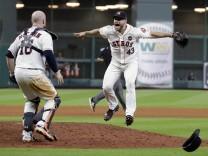Bilder des Tages SPORT MLB Houston Astros New York Yankees Houston Astros reliever Lance McCull