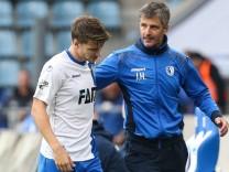 Auswechslung Björn Rother mit Trainer Jens Härtel 1 FC Magdeburg 3 Liga Saison 2017 2018 Pun