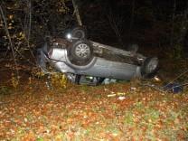 Unfall mit 4 verletzten Jugendlichen,  Überschlag zwischen Egling und Ascholding