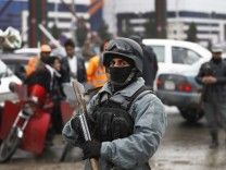 Suicide bomber targets checkpoint near Kabul airport
