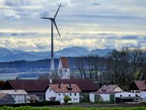 Aufkirchen: Föhnige Fernsicht mit Mammendorfer Windrad
