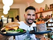 Vegan-Koch Attila Hildmann verliert Steak-Wette