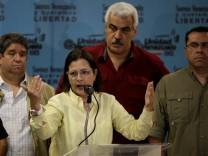 Liliana Hernandez spricht zur Presse