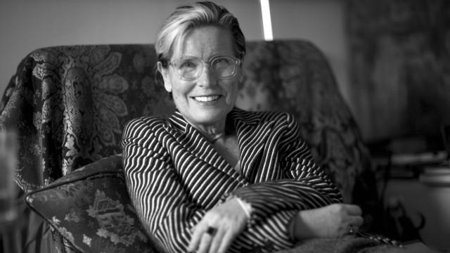Literaturwissenschaftlerin Silvia Bovenschen in ihrer Wohnung in Berlin; Silvia Bovenschen