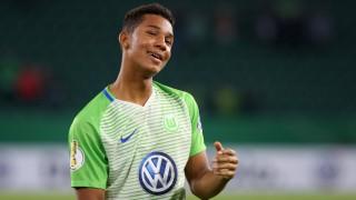 VfL vs Hannover 96 DFB Pokal Wolfsburg Deutschland 25 10 2017 FUßBALL VfL Wolfsburg vs Hannove; Felix Uduokhai VfL Wolfsburg 2017