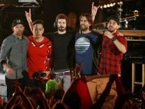 Linkin Park members Farrell, Hahn, Delson, Bourdon and Shinoda take the stage at the end of the 'Linkin Park & Friends Celebrate Life in Honor of Chester Bennington' concert at Hollywood Bowl in Los Angeles; linkin+jetzt