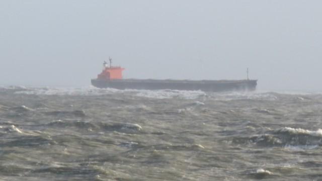 Frachter treibt vor Langeoog