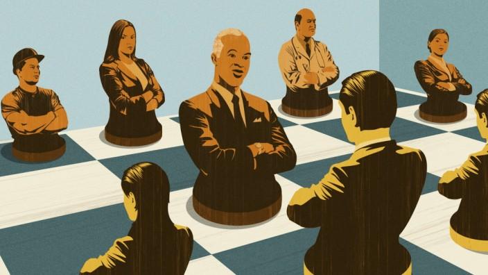VerâÄ°rgerte Angestellte verhandeln mit Managern auf einem Schachbrett PUBLICATIONxINxGERxSUIxAUTxONLY