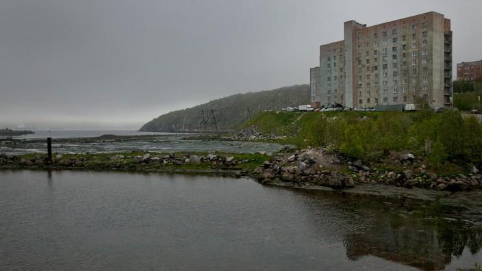 In diesem Seitenarm der Kola-Bucht im Nordwesten Russlands liegt Rosljakowo, wo zu Sowjetzeiten Dutzende Schiffe der legendären Nordmeerflotte ankerten.