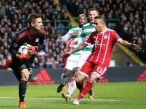 Torwart Sven Ulreich FC Bayern Muenchen 26 Callum McGregor Celtic Glasgow 42 Rafinha FC Bayer