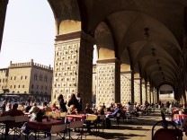 Cafe in the arcade Piazza Maggiore Bologna Emilia Romagna Italy Europe PUBLICATIONxINxGERxSUIxA
