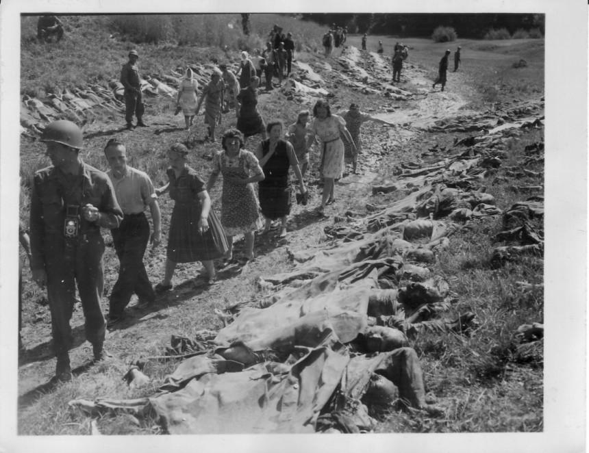 hitler y sus judios asesinados 860x860?v=1509663625000&method=resize&cropRatios=0:0-Zoom-www