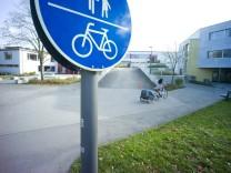 Puchheim: Fahrradweg vor Schule-Süd
