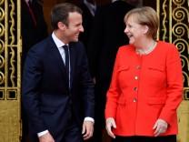 Macron und Merkel im Gespräch.