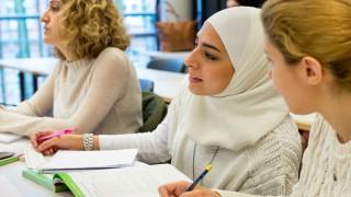 Schule Refugee Teachers Program