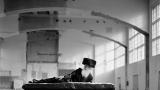 """Aba in Studio, Benyamin Reichs Porträt seines Vaters aus der Bilderserie Bilderserie """"Schtreimel"""" , honorarfrei nur in Zusammenhang mit der Ausstellung im ANSOHO - Dreimühlenstr. November 2017"""