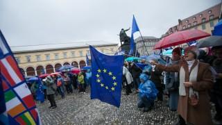 Puls of Europe am Max Joseph Platz vor der Oper