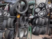 Gebrauchte Autoteile in der Nähe von Jama Masjid in Indien