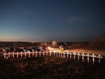 26 Kreuze erinnern an die Toten von Sutherland Springs.