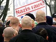 Neonazis demonstrieren in Dortmund, AP