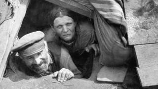 Bauern in einem Schutzloch an der Ostfront, 1941
