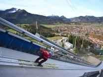 Erstes Eisspurtraining der Skispringer