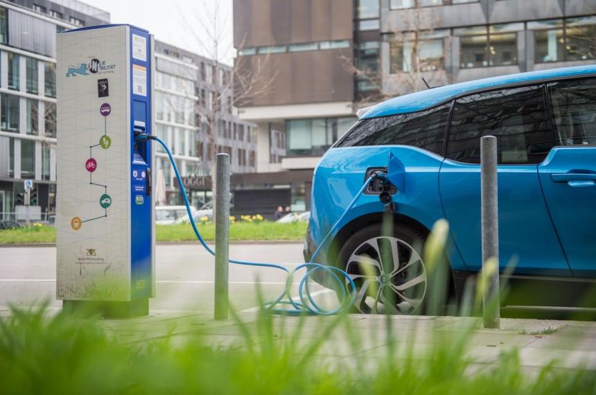 Elektroautos Groteske Zustande An Den Strom Tankstell Wirtschaft