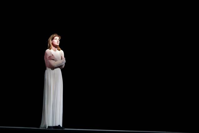 Anne Tismer während der Fotoprobe zur Performance Tritte in der Volksbühne Berlin Premiere ist am 1