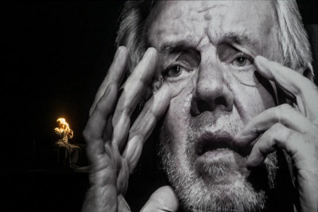 ' He, Joe ' der dritte Becketteinakter, der zur Eroeffnung der Volksbuehne Berlin unter Chris Dercon aufgefuehrt wird. Morton Grunwald live und als Projektion, dazu als Stimme, Anne Tismer. Premiere: 10. November 2017.