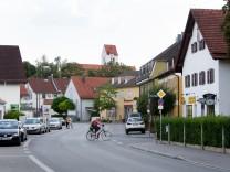 Aubing: Rundgang mit dem Landesamt für Denkmalpflege zur Dorfkern-Thematik, Dorfkern-Ensemble