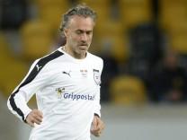 Fußball ran Jahrhundertspiel OST WEST Sonntag 11 10 2015 Stadion Dresden Maurizio Gaudino