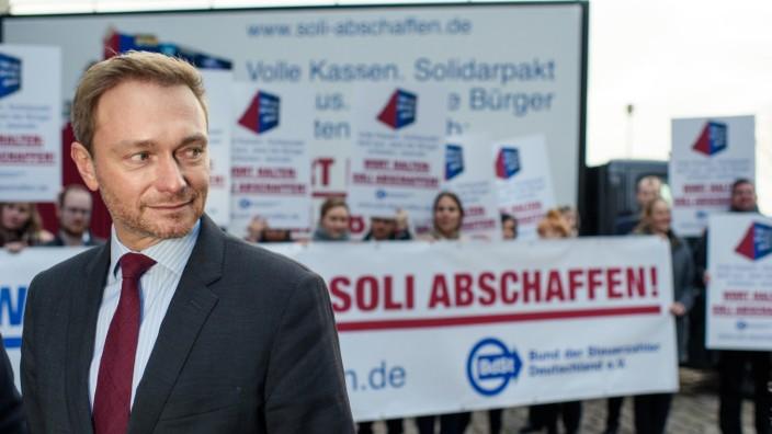 Lindner und Bund der Steuerzahler fordern 'Soli abschaffen'