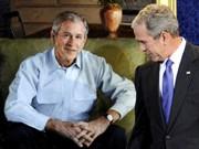 George W. Bush mit Selbstporträt