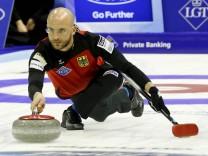 04 04 2016 Basel Schweiz Curling Weltmeisterschaft St Jakobshalle Bild zeigt Skip Alexander Baum; Curling
