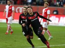 2 Bundesliga Fußball FC Ingolstadt 04 Fortuna Düsseldorf Tor Jubel Alfredo Morales 6 FCI