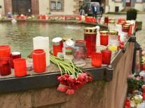 Blumen und Trauerbotschaften für getötete Joggerin