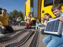 München, Harlaching, Grundschule Rotbuchenstraße, erstes Spielmobil mit Elektroantrieb für München