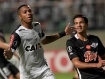 FILE PHOTO: Soccer Football - Copa Libertadores - Brazil's Atletico Mineiro v Paraguay's Libertad