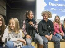 Neubiberg, Gymnasium, Kinder Preview der KIKA-Serie Dschermeni